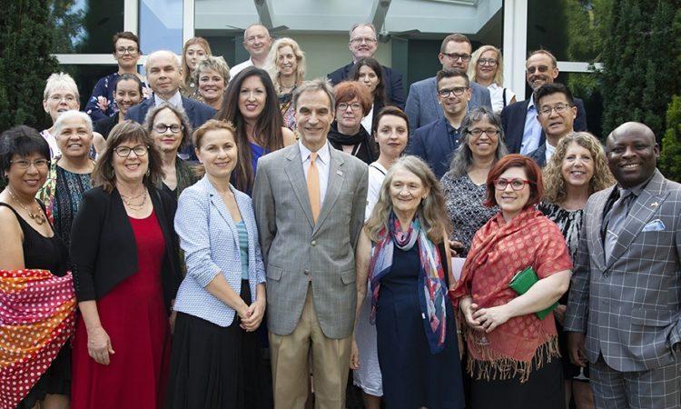 Ambasador Jones, uczestnicy programu Fulbright-Hays oraz polscy goście w Rezydencji Ambasadora w Warszawie