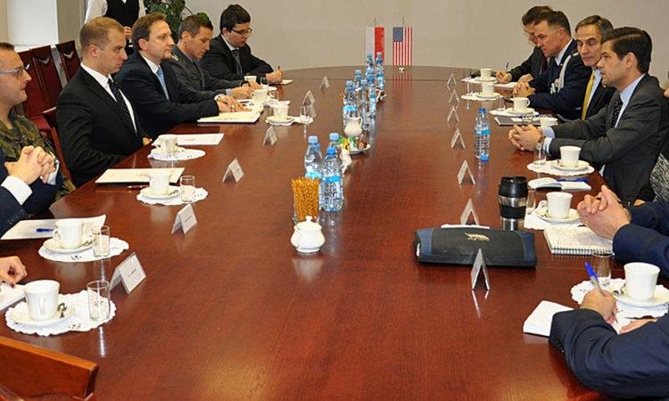 Asystent Sekretarza Stanu ds. Europy i Eurazji Wess Mitchell na spotkaniu z podsekretarzem stanu w Ministerstwie Obrony Tomaszem Szatkowskim