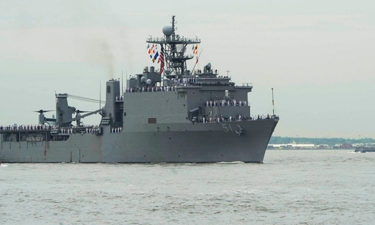 USS Oak Hill (LSD 51) (U.S. Navy photo by Mass Communication Specialist Seaman Taylor N. Stinson/Released)