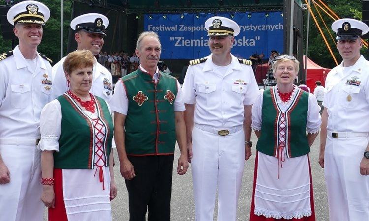U.S. Navy personnel with a folklore group at the Ziemia Słupska 2018 festival in Słupsk